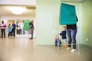 """I höst är det dags för val. Ledarskribenten skriver att """"ett nytt politiskt ledarskap ska röstas fram och det finns all anledning för unga att engagera sig"""". Foto: Pontus Lundahl/TT"""