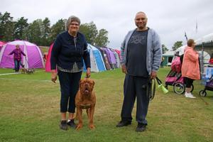 Kajsa Jonasson och Andreas Ålberg kom till utställningen på lördagen för att ställa ut Dogue de bordeaux hunden Henry.