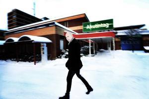 Mikael Ressem debuterar med deckare i sjukvårdsmiljö i Gävleborg.
