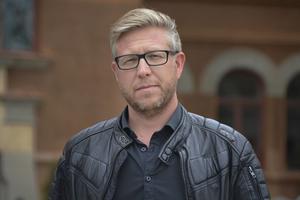 Hans-Åke Oxelhöjd, fastighetsstrateg på Sundsvalls kommun menar att modulerna är nödvändiga, trots att de är dyra.