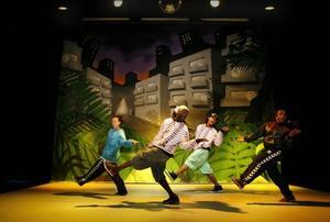 """Gatan på scenen. Streetdancen närmar sig den """"vanliga"""" dansen i årets upplaga av """"Pump the jam""""."""