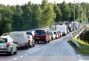 Bilköerna på E4:an hann bli kilometerlånga medan det stora räddningsarbetet pågick.