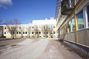 Eleverna på Brinellskolan gör bra ifrån sig, konstaterar avgående kommunalrådet Stig Henriksson. Foto: FP/arkiv