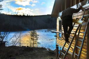 Det är en härlig utsikt över Allstaforsen men Ulf Bylund har mest haft ögonen på utformningen av byggnaden.