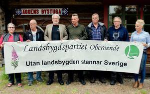 Företrädare för Härjedalspartiet och Landsbygdspartiet  träffades på måndagskvällen. Från vänster: Tjern Inga Wall, Pär-Åke Eriksson, Hans Boström, Olle Larsson, Nils-Olof Friberg, PA Tapper och Erika Sörengård.