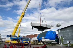 Göran Bylund har byggt en Långedrag 36 efter en ritning som köptes in för tjugo år sedan. ST var med vid sjösättningen i Ortvikens båthamn.