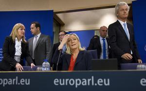Marine Le Pen siktar på Presidentpalatset i Paris med hjälp av ryska lån.