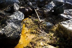 När värmen stiger smälter oljan till pölar.