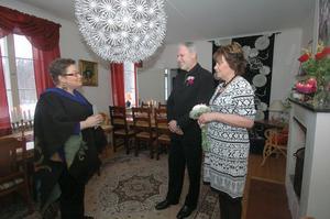 Katarina Jansson vigde i lördags de sjunde paret sedan i september i Svabensverks herrgård. Pierre Deshayes och Margareta Vilén från Norrtälje ville ha ett rofyllt bröllop och tyckte Svabensverk var den perfekta platsen.