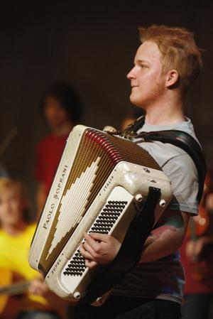 Per Norén klev stolt fram med sitt dragspel och framförda egna låten Grönska.