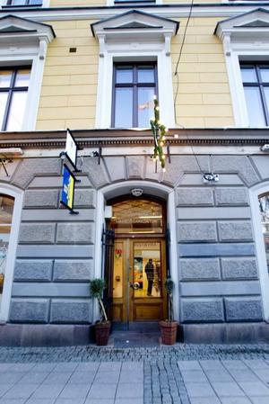 Samsas. Turistbyrån och medborgarkontoret samsas sedan ett år i samma lokal på Drottninggatan. Nu utökas öppettiderna.