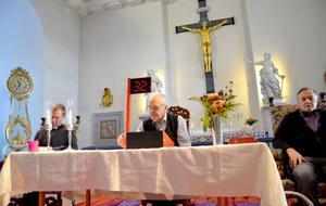Bingospel under översyn av självaste Jesus – det är den nya given i Alsens kyrka. Calle Wahlström spelar några rader mellan sina predikningar, Gunnar Lugner sköter utropen och Lennart Nilsson kontrollerar de vinnande raderna.