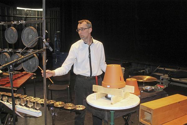 Per Sjögren visade att man som slagverkare kan använda nästan vad som helst och få det att fungera.