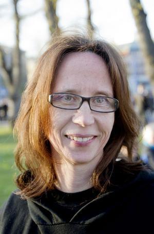 Kan du leva utan bil?Eva Smedberg, 42 år, jobbar Sandvik, Gimo:– Det kan jag inte. Jag måste ha bil där jag bor för att kunna ta mig någonstans.