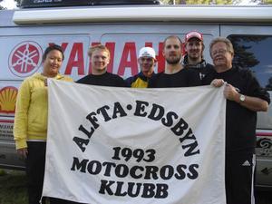Alfta/Edsbyn slutade sexa i motocrossens elitserie. Lagledaren Therese Ohlsson, Tommy Sjöström, Mattias Mensonen, Peter Lundsten, Robert Carlsson och lagledaren Neo Ohlsson.