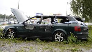 En personbil sattes i brand i Nacksta under kvällen.