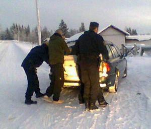 Poliserna kunde gripa de misstänkta gärningsmännen och genomföra ett första förhör på plats i Björkvattnet.  Foto: Ann-Louise Andersson
