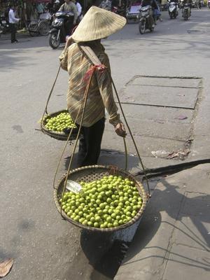 På marknaden säljs kött, fisk frukt och grönt, samt massor av hushållsvaror och inte så lite turistkrafs.