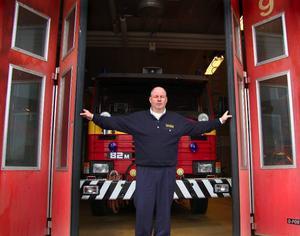 Slår upp portarna. Kjell Wahrén, brandmästare och insatsledare på Dala Mitt, uppmanar folk att stänga dörrarna om det börjar brinna. Själv håller han och hans kollegor öppet, för att allmänheten ska kunna komma in och ut ur deras lokaler på lördag.
