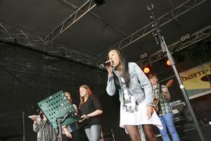 Emmeline Pader sjöng Punkrocker med en enastående frenesi.