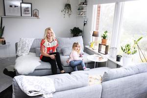Fyller år. I oktober fyllde Emeli Lillbacka på Fagersta-Posten 30 år. Dottern Debbie är viktigast i hennes liv.