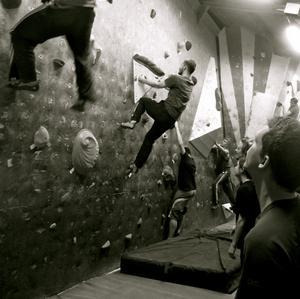 I lördags lockade en tävling i väggklättring rekordmånga deltagare.Tävlingen gick av stapeln i en gammal hamnbyggnad vid Motala ström i Norrköping.