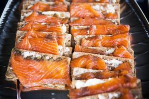 Catrin Nordlöf och hennes kompanjoner hade brett 800 smörgåsar inför kvällen.
