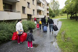 I går kom första busslasten med asylsökande till Mellansel. Nu har husen fått ett efterlängtat nytillskott.