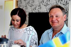 Värden för förrätten Jennifer Nordén tillsammans med gästen Anders Wexell.