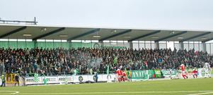 5 627 personer såg VSK Fotboll öppna säsongen med en 3–0-seger hemma mot Assyriska. På söndag möts klubbarn igen, men den här gången handlar snacket mest om en öppen strid runt klubbens ledning.