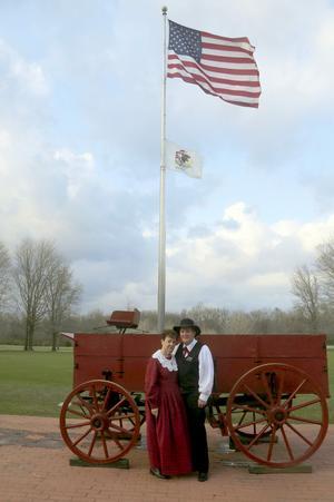 Svenskättlingen Michael Swenson och hans hustru Nancy Bingham Swenson var Tomas Polvalls guider i Nauvoo, ett samhälle i Illinois som grundades av Joseph Smith.