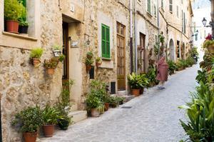 Valldemossa avnjuts bäst på smågatorna i nedre delen av byn.