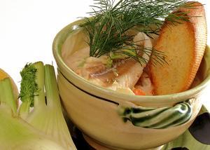 Fisksoppa med fänkål och grönsaker påminner lite om fisksopporna från den franska medelhavskusten.