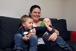 Josefines söner heter Milo, 4 år, och Kian, 1 år.