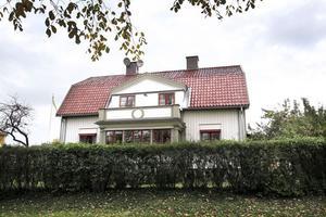 Villastan är alltid populärt. I helgen visas villan på Västra Ringvägen med ett utgångspris på 4 750 000 kronor.