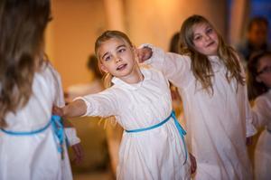 Luciashowen i kyrkan hade det lilla extra, bland annat med ett gäng dansare.
