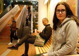 Geraldine Blommé på tågstationen i Västerås.
