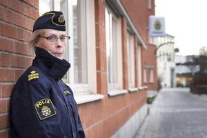 Helena Sundberg, kommunpolis i Bollnäs, har tät kontakt med handlare i Bollnäs.