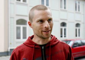 Mattias Aspholm, Solna:– Jag betalar via internet för att det är klart smidigast. Oftast sköter jag det när jag sitter framför datorn på kontoret.