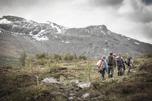 På invigningsdagen anordnades en gemensam vandring från Vålådalen till Stensdalen för inbjudna gäster.