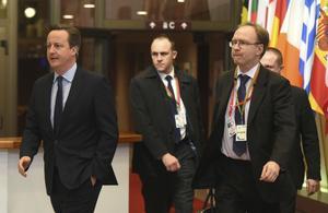 Brittiske premiärministern David Cameron, till vänster, och EU-ambassadören Ivan Rogers, till höger.