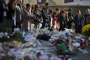 Frankrike tystnade i en tyst minut med anledning av terrorattacken.