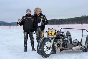Rånäsduon Robin Storäng, burkslav och hans pappa Leif, chaufför, körde hem SM-guld på isbana, sidovagnsklassen.