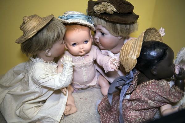 STOCKHOLM 20170825Dockan är en klassisk leksak som funnits i barnkammaren länge. Den tidigaste daterade i samlingen är en docka från 1200-talet. Vanliga tillverkningsmaterial är trä, papier maché och porslin.