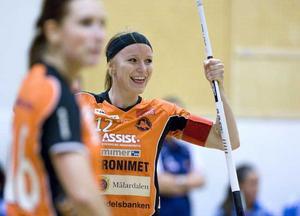 Sara Stålberg och Karolina Widar - två av Rönnbys segrare. Se fler matchbilder här intill!