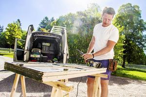 Jens Pettersson jobbar med fönsterhantverk och byggnadsvård.