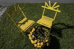 Denna trädgårdsmöbel har Erika själv designat och tillverkat, de går under namnet Kung sol.