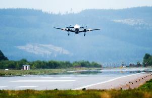 Dala Airport strävar efter att aldrig behöva stänga flygplatsen. Ledningen ser flera hinder som sätter stopp för dragracing. Flygplatschef Henrik Johansson är förvånad att dragracingklubben aktualiserar frågan.
