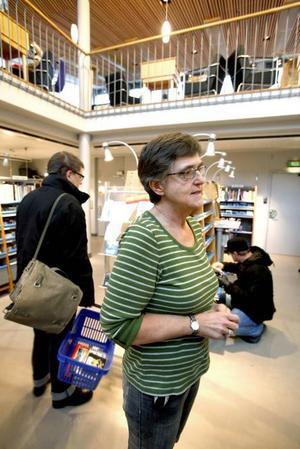 Musikbiblioteket måste troligen lämna sina ljusa rymliga lokaler i konserthuset inom en snar framtid och bli sambo med stadsbiblioteket. Christina Wengström, bibliotekarie på musikbiblioteket, funderar över hur det ska bli.