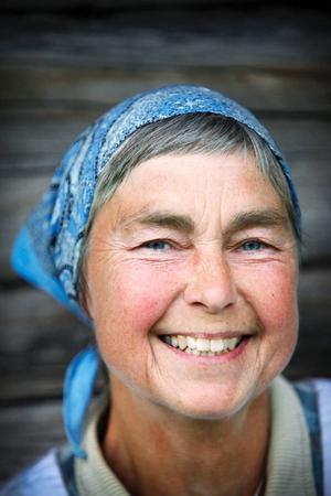 Birgitta Höglund driver en getgård utanför Söderhamn men har varit på fäbodvall med sina djur de senaste tio åren, fem i Härjedalen och fem år i Oviksfjällen.